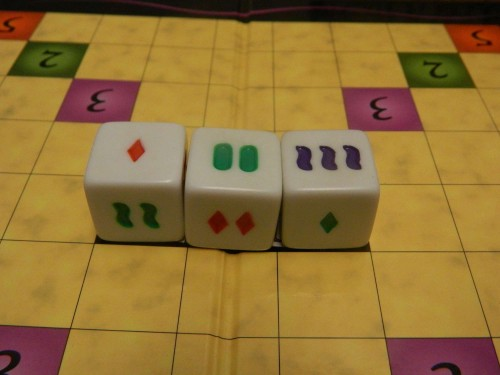 A set in the game Set Cubed