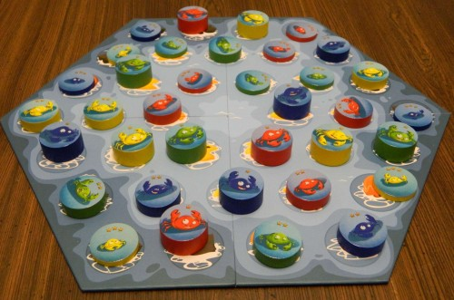 Game board setup in Crab Stack