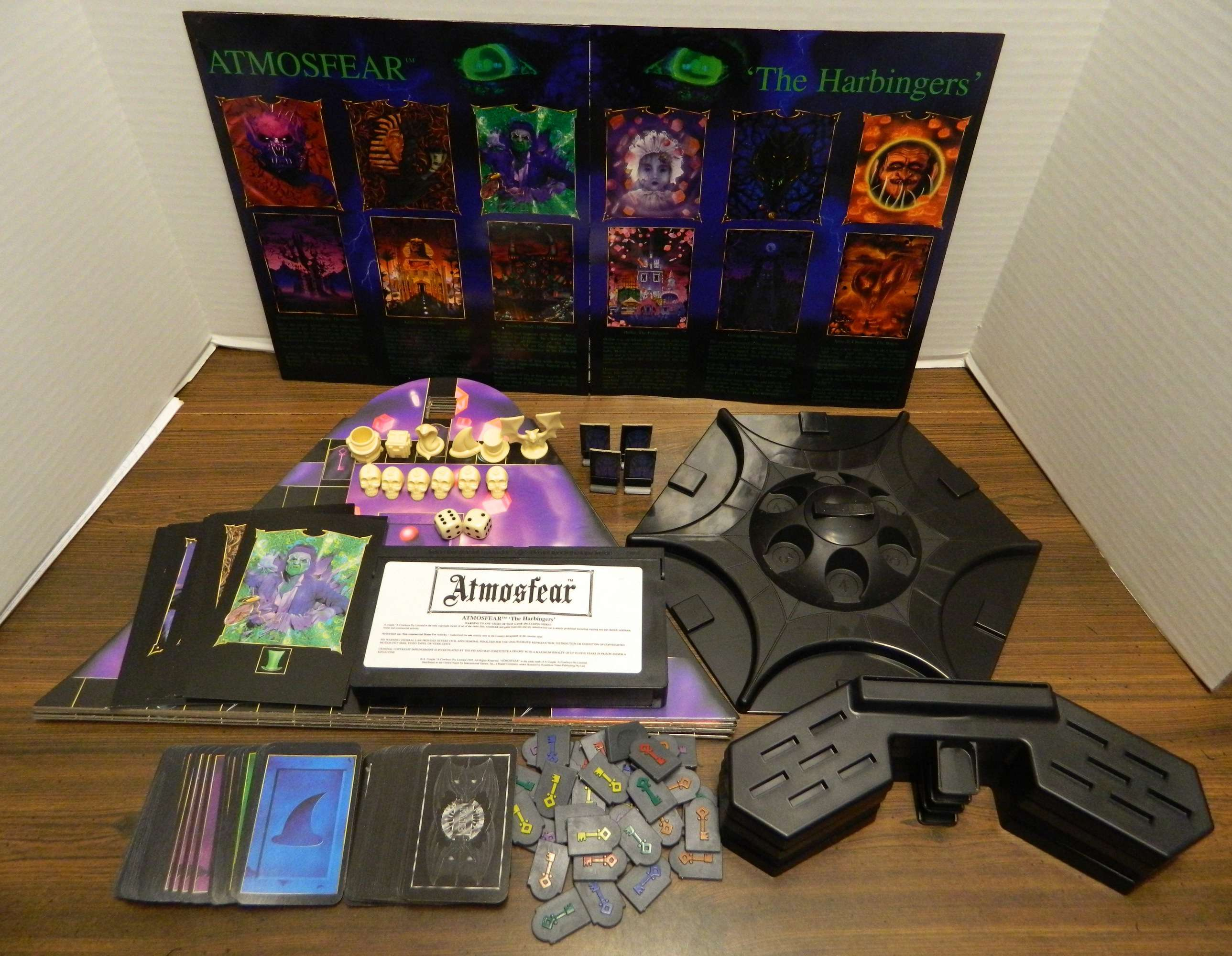 "Protótipo de game baseado em ""Atmosfear"" para Snes encontrado em 2019 Atmosfear-The-Harbingers-Board-Game-Contents"