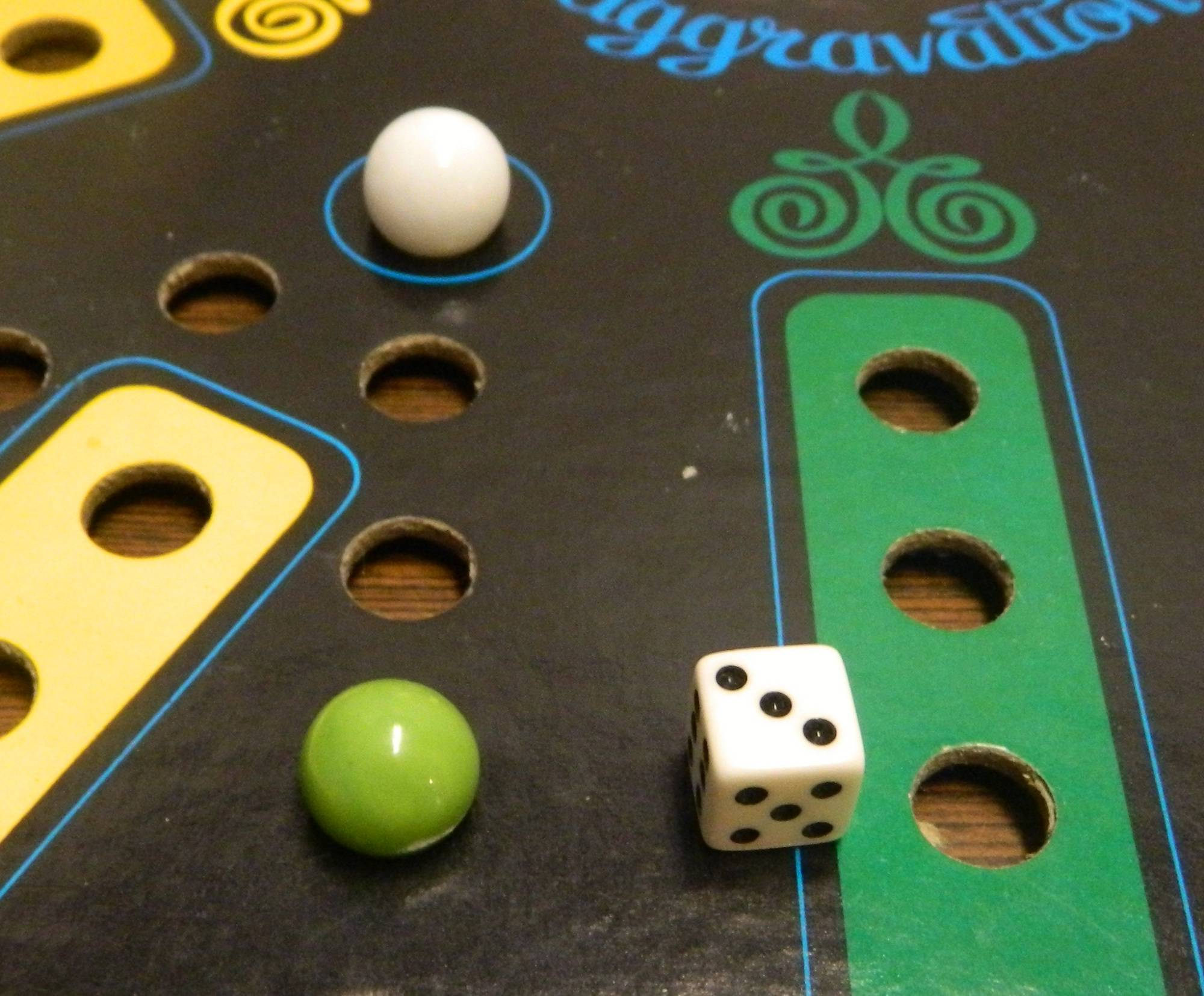 Aggravation Board Game Review And Rules Geeky Hobbies